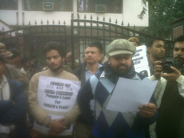 protest-at-orissa-bhawan-delhi-040213.jpg